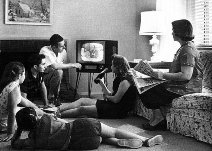 the-eye-of-faith-on-tv-vintage-photo-of-family-watching-television-1958-e1449521696312